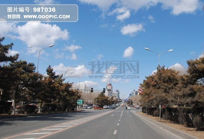美丽的风景图片下载 天空 云彩 道路 树林 远景 秦皇岛