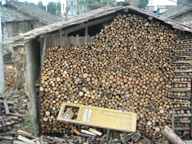 放木材的木屋模板下载 放木材的木屋图片下载 小木屋 农村 木材 乡村