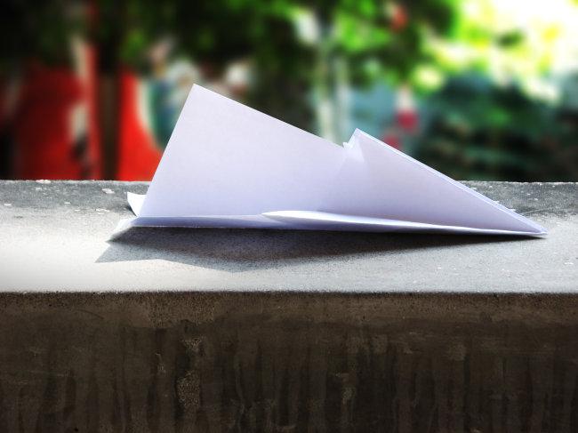 纸飞机摄影模板下载 纸飞机摄影图片下载