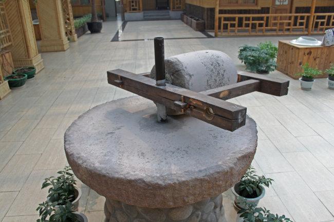 古代农具碾子