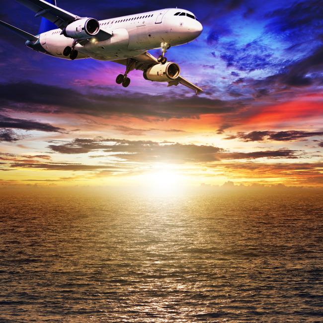 飞机飞行图片素材