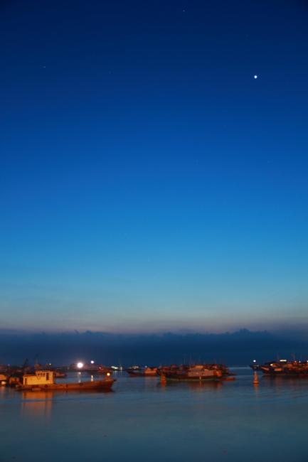 清晨的渔港