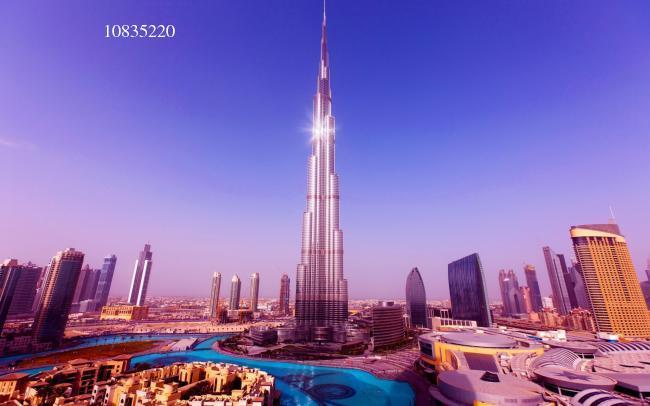 迪拜塔广场风景图图片下载