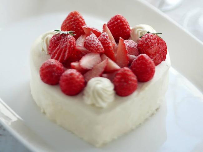 草莓心形生日蛋糕