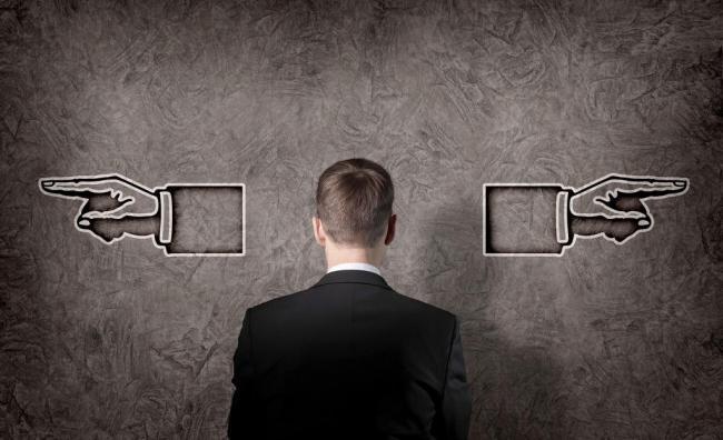 人物 面壁/面壁思考做决定的商务人物图片