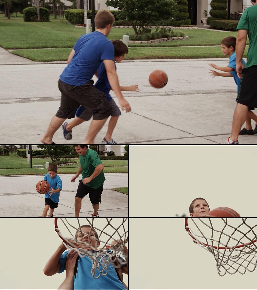 小孩子打篮球扣篮