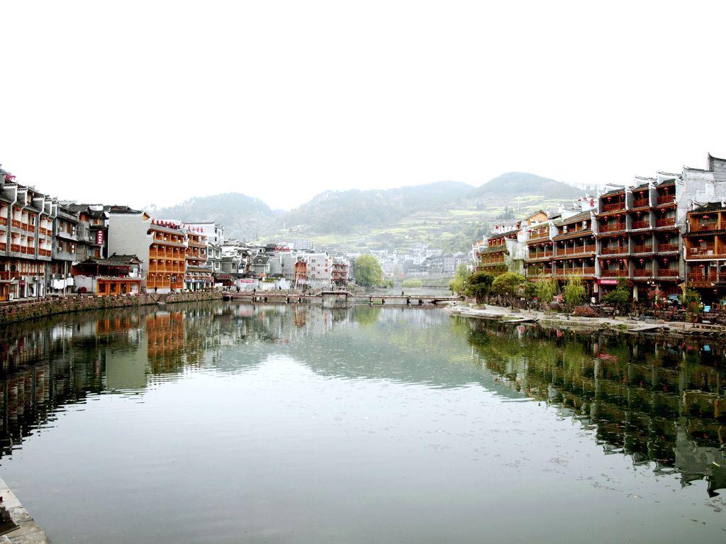 湖南凤凰古城吊脚楼图片