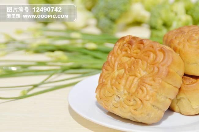 中秋月饼图片图片下载 中秋 月饼 中秋节 节日 节日 甜食 盘子 食品