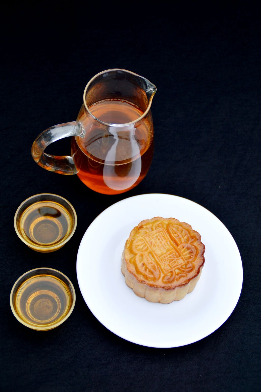 甜食 盘子 食品 食物 糕点 饮食 茶水 茶 茶杯 中秋月饼图片