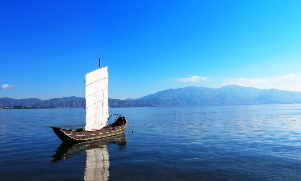 湖中小船模板下载 湖中小船图片下载孤舟 小帆船