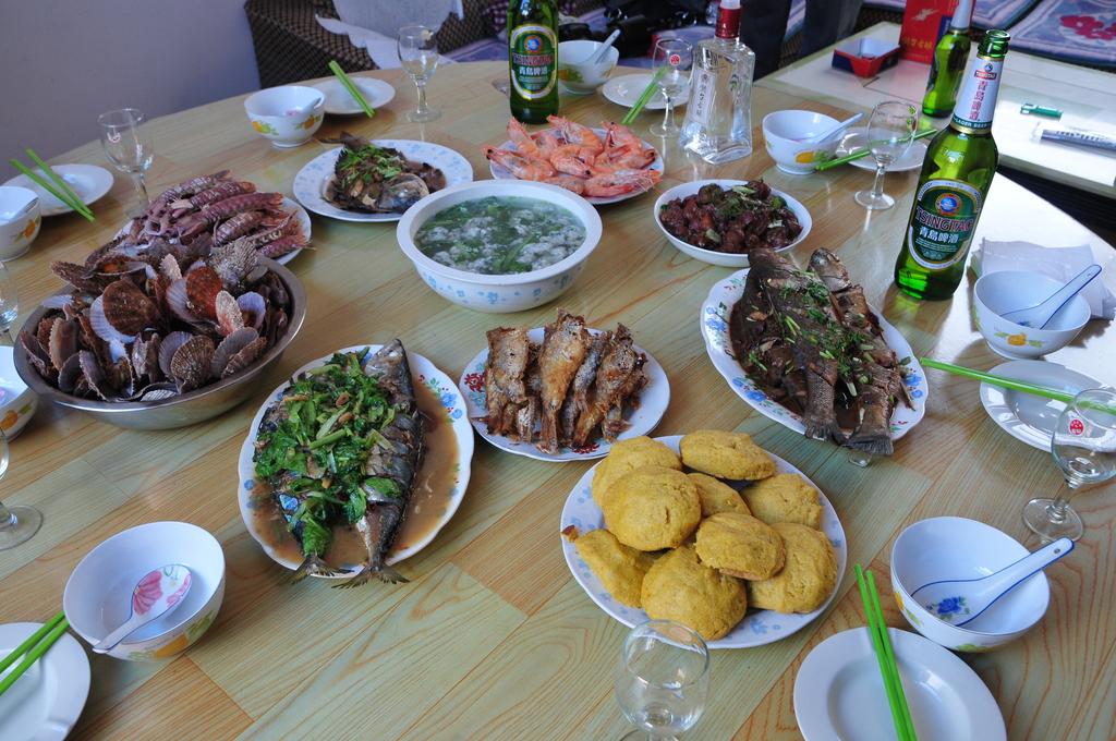 胶东农家乐粑粑海鲜对虾渔家宴扇贝