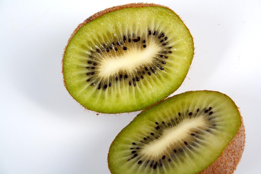 切开的水果猕猴桃绿心猕猴桃图片
