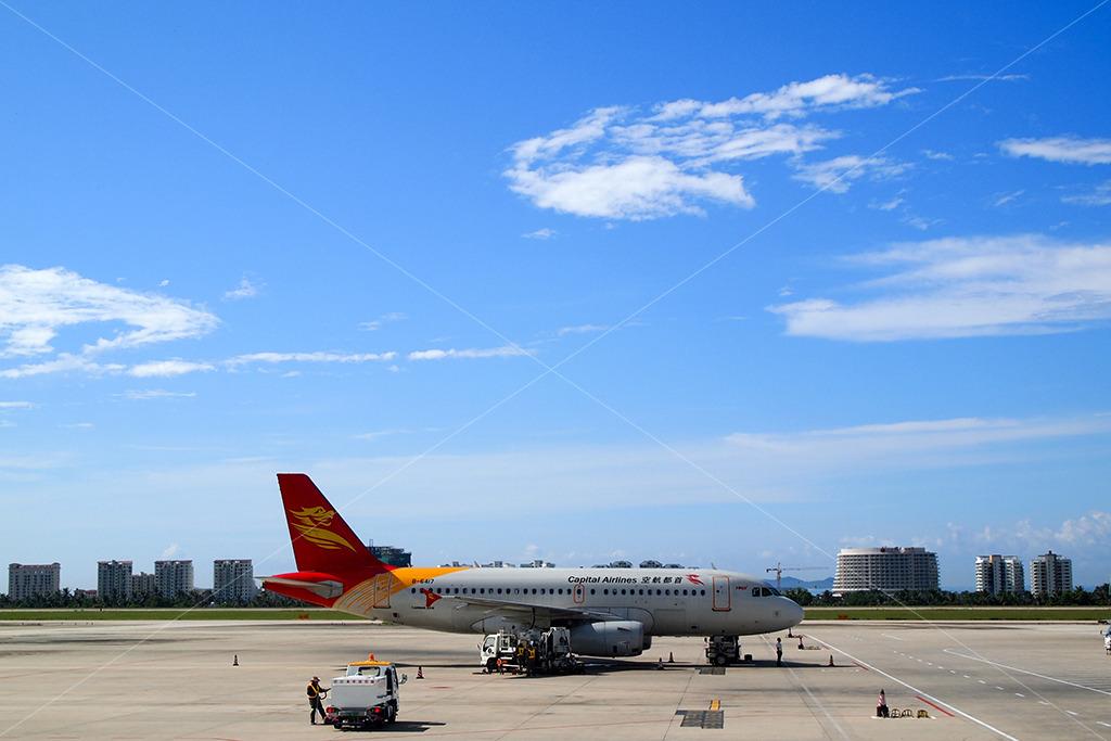 三亚机场白云飞机