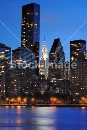 纽约市 摩天大楼 办公大楼/克莱斯勒大厦城市景观目的地黄昏里程碑灯 纽约市晚上办公...