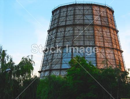> 在火力发电厂冷却塔