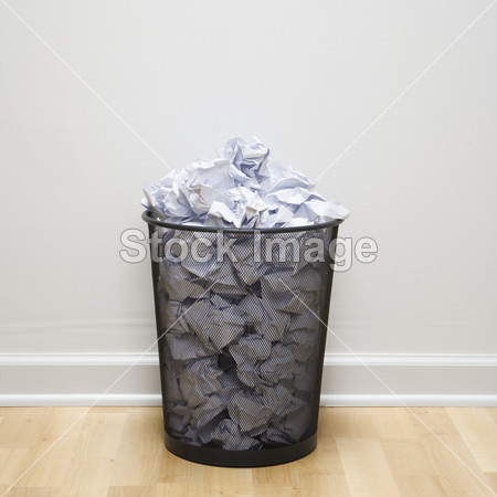 完整的垃圾桶摄影图片下载