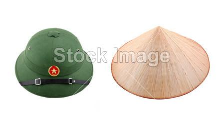 竹帽子和白色背景上的越南头盔图片素材(图片