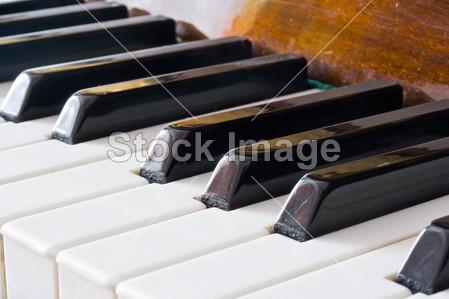 > 钢琴键盘
