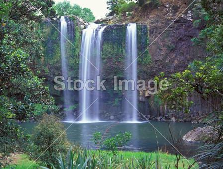 瀑布的地形手绘