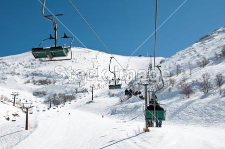 冬天户外滑雪运动人物