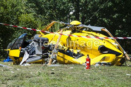 > 直升机坠毁