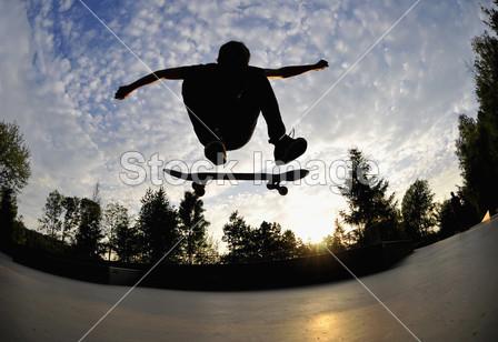 滑板剪影摄影图片下载_青年人物_人物_拍图网