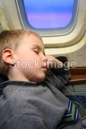 男孩飞机睡眠摄影图片下载