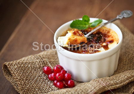 Creme brulee (cream brulee, burnt cream)图片