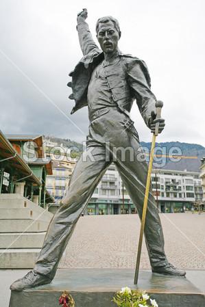 弗雷迪/艺术艺术家青铜著名的弗雷迪 弗莱迪 汞蒙特勒女王岩石雕塑...